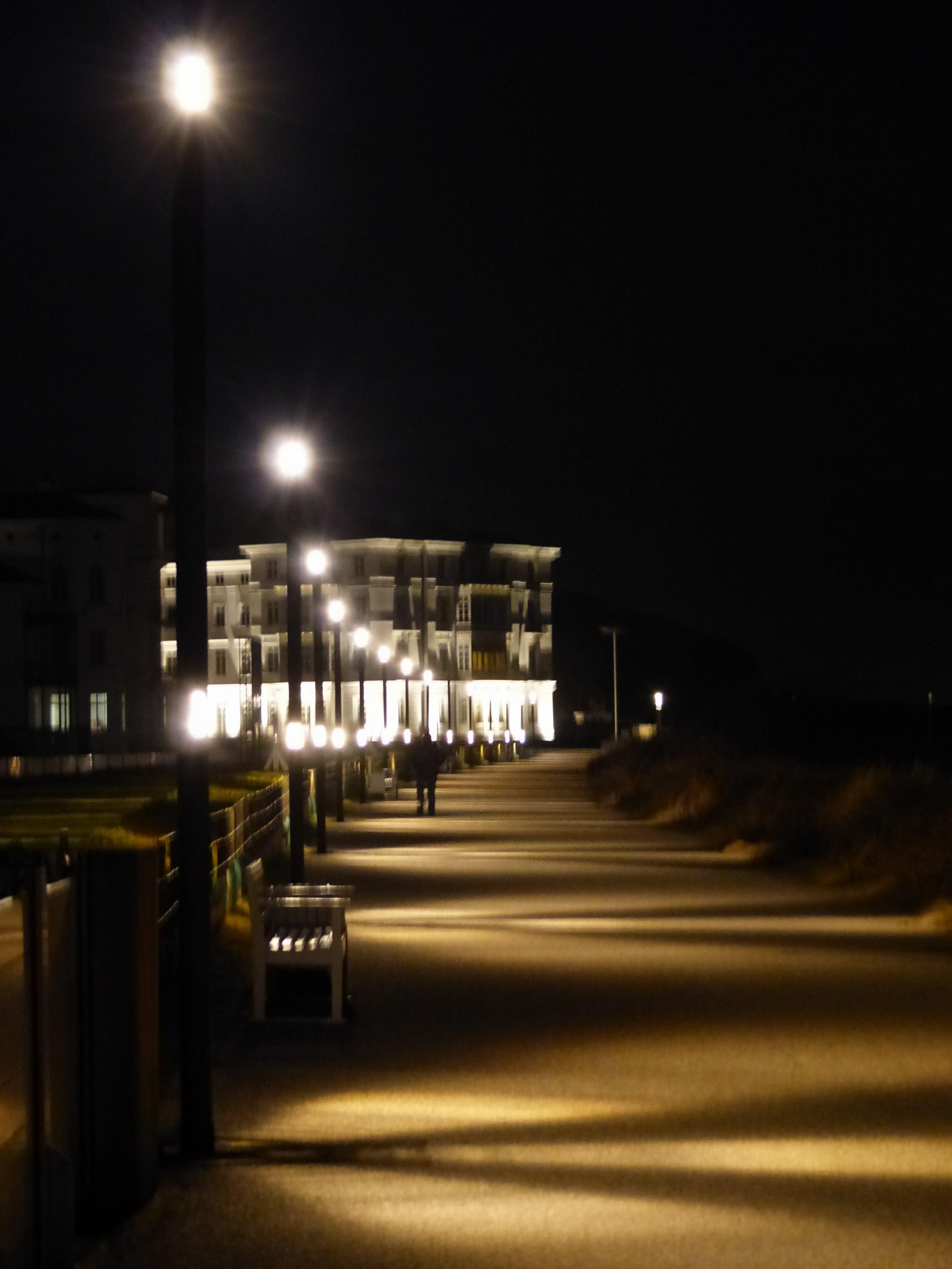 Abends beleuchte Mole Heiligendamm