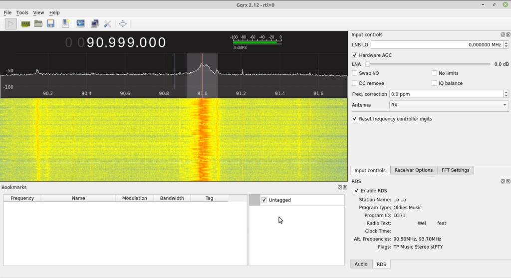 Screenshot von GQRX mit einem starken Empfangsbalken im Wasserfalldiagramm und RDS Informationen im Display